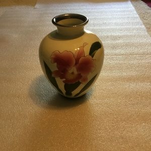 Lovely Japanese hand-painted vase by Kokusui